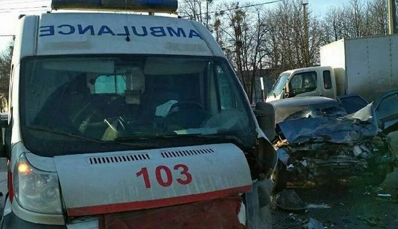 В Харькове скорая помощь столкнулась с «Ладой», есть пострадавшие