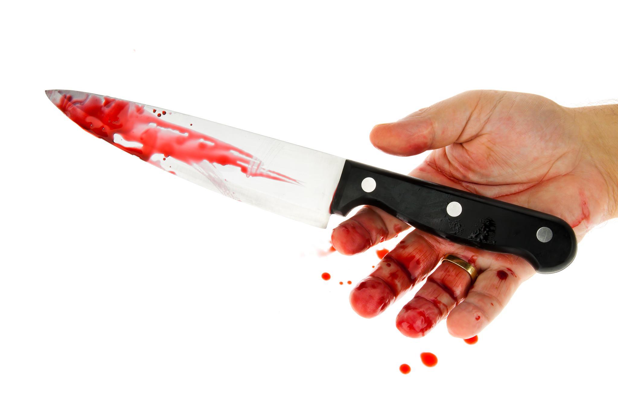 Во время преследования один из преступников нанес полицейскому ножевое ранение в грудную клетку