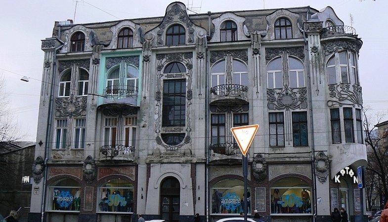 Харьковский коммунальщик хотел расширить свои апартаменты, пристроив этаж к памятнику архитектуры