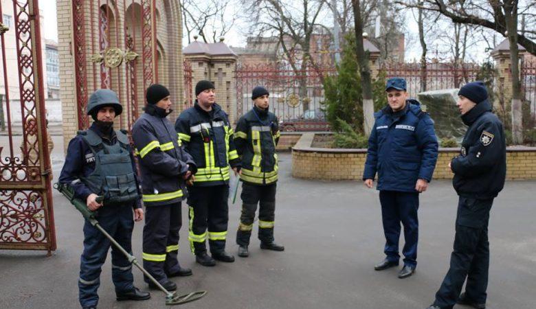 Накануне Рождественских богослужений пиротехники проверили харьковские храмы — ГСЧС