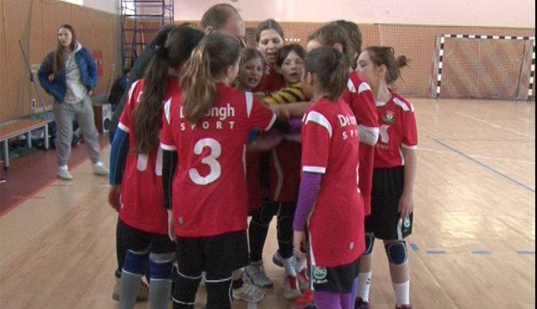В спорткомплексе имени Юрия Пояркова состоялись два турнира по женскому гандболу