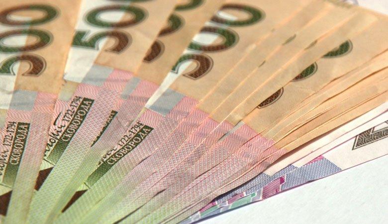 Средняя зарплата в Украине к концу года достигнет 10 тыс. грн.