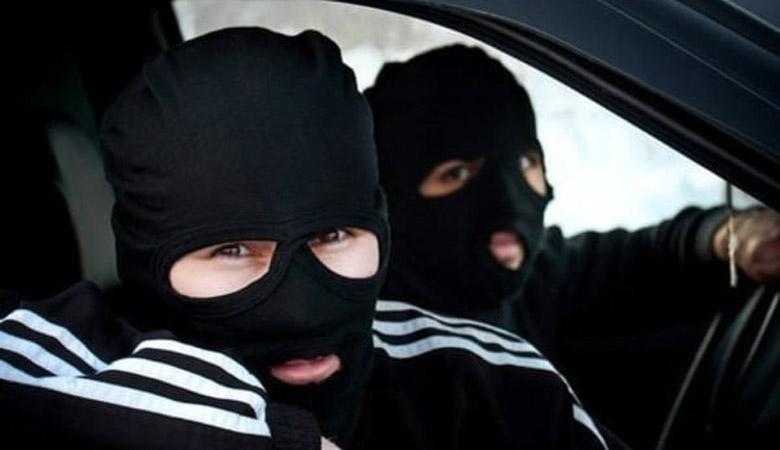 Четверо бандитов в масках ограбили семью под Харьковом
