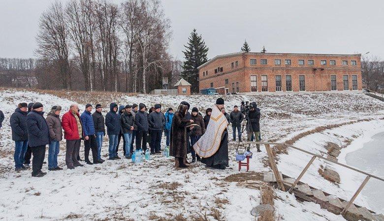 Освященная вода потекла в дома харьковчан