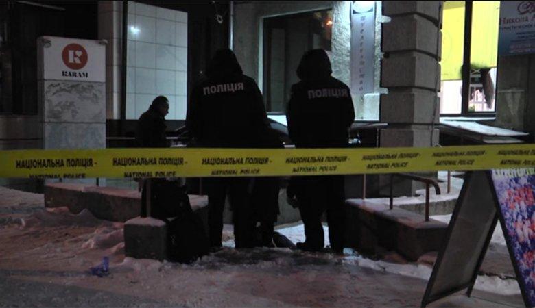 Вцентре Харькова мужчина убил женщину ивыбросился изокна