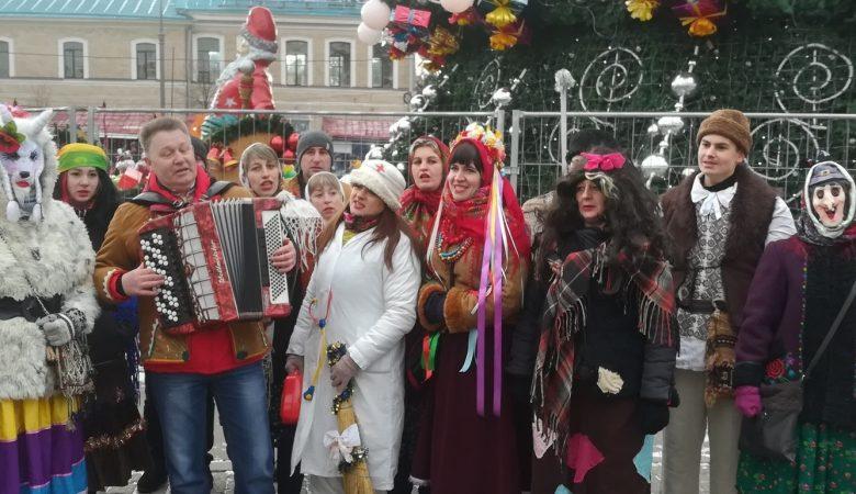В центре Харькова – парад вертепов. Возглавил шествие военный оркестр 5-й Слобожанской бригады