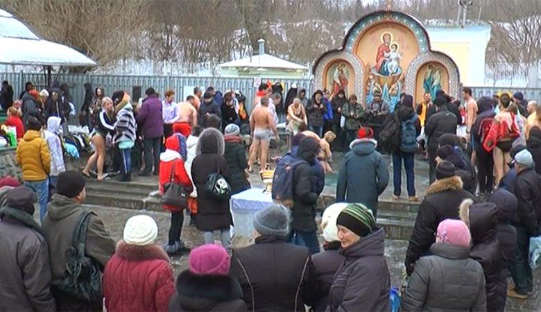Харьковчане на Крещение окунулись в ледяную воду