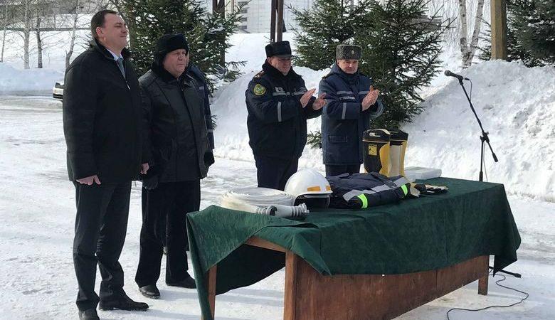 В Волчанске спасатели получили новую спецодежду, сшитую по европейским стандартам (ВИДЕО)