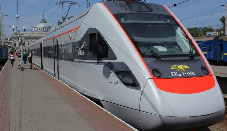 Скоростной поезд Киев-Харьков отправится в дополнительный рейс