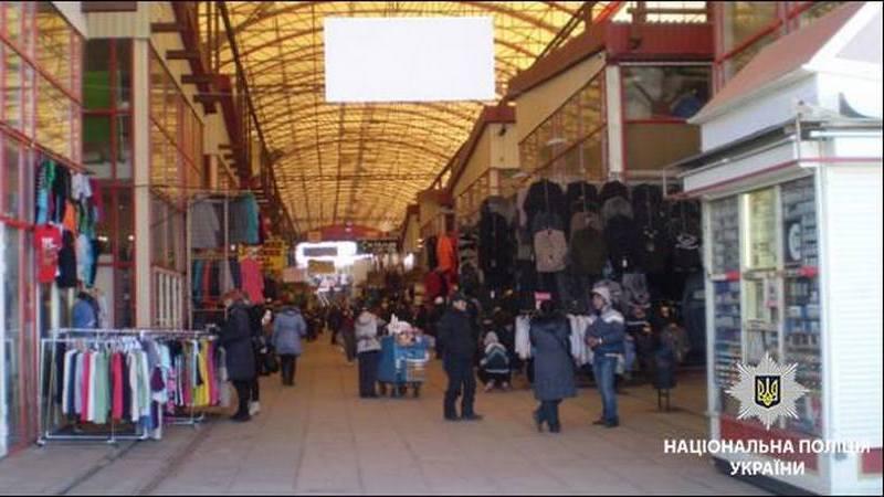 Полицейские Харькова обнаружили на рынке нелегальных мигрантов