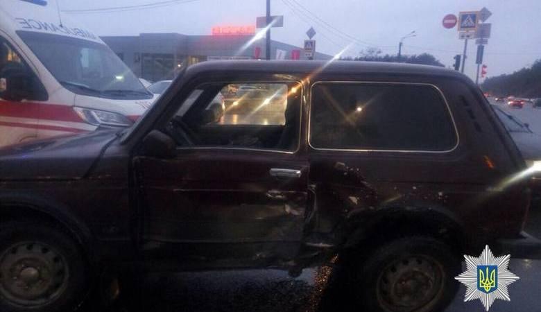 В результате ДТП на Салтовке были травмированы водители «ВАЗ 21214 » и Volkswagen Passat