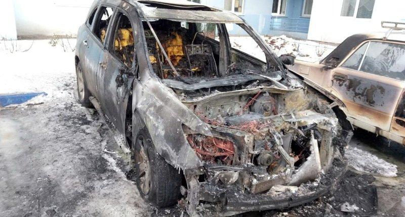 В Шевченковском районе сгорел внедорожник. Возможен поджог (Фото)