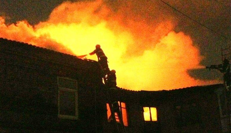 Картинки по запросу В ночь с 17 на 18 февраля сожгли дом активиста который защищает лес от незаконных вырубок китайцев.