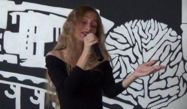 Жительница Изюма прошла в очередной тур 8 сезона «Голос країни»