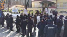 Пикет активистов возле консульства РФ в Харькове