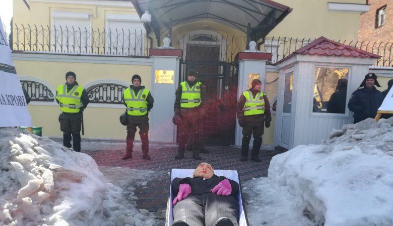 На выборы президента России в Харькове не допустили ни одного человека (ВИДЕО)