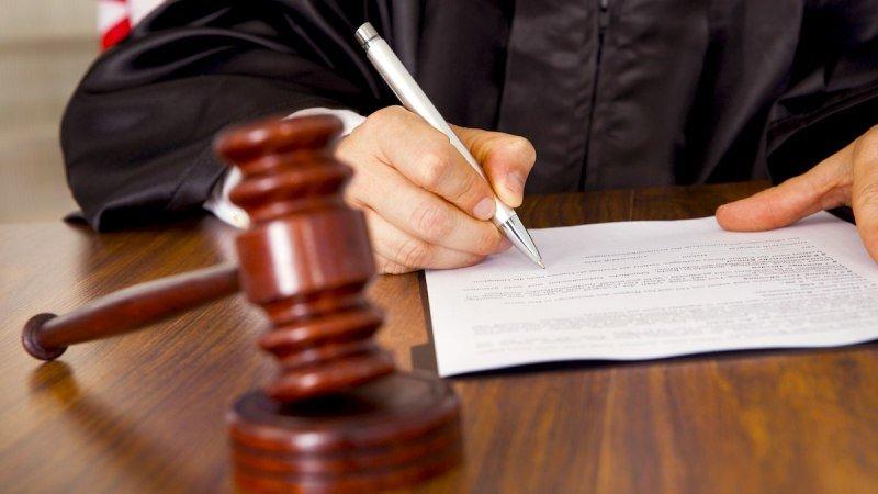 Чудак-человек, решил бороться с беззаконием Судьи и сам попал на нары.