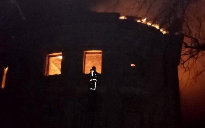 На Харьковщине горело старинное архитектурное здание (Фото)