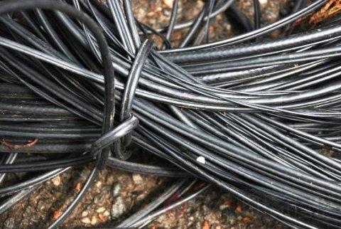 На Новой Баварии злоумышленники вырезали 100 метров телефонного кабеля
