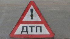 На Алчевских водитель УАЗ повредил 3 автомобиля и рекламный щит