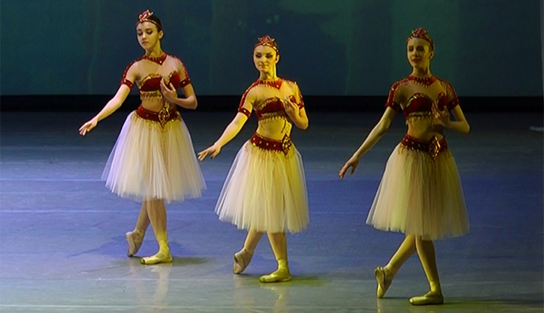 От классики до модерна. Студенты колледжа искусств станцевали балет на сцене ХНАТОБа (ВИДЕО)