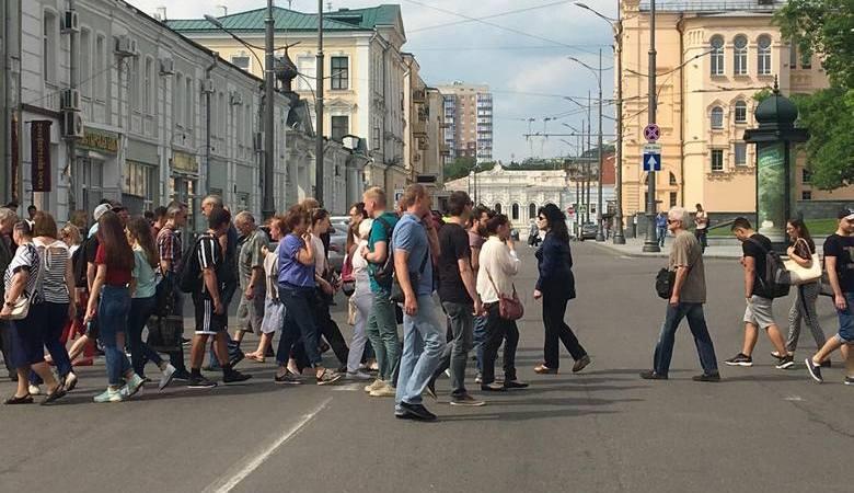 Достучаться до застройщика. Недовольные пайщики вышли на пикет в центре Харькова (видео)