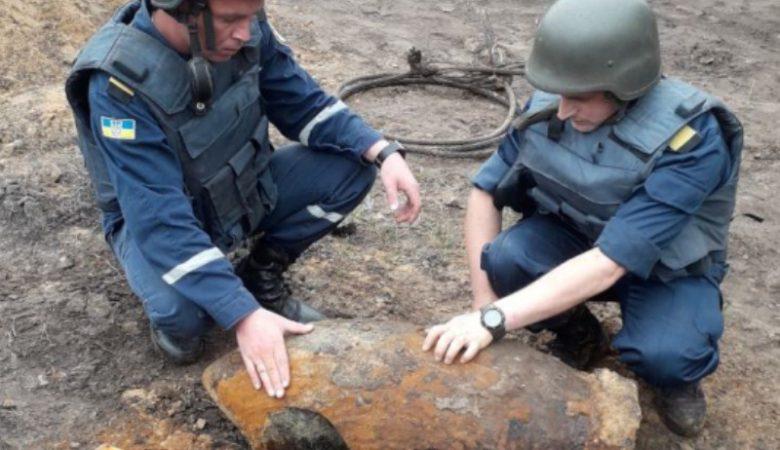 Житель Харьковщины выкопал в домовладении бомбу в 250 кг