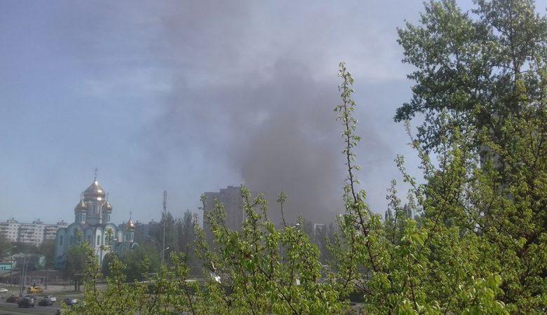Откуда дым: вХарькове гасят масштабный пожар наСалтовке
