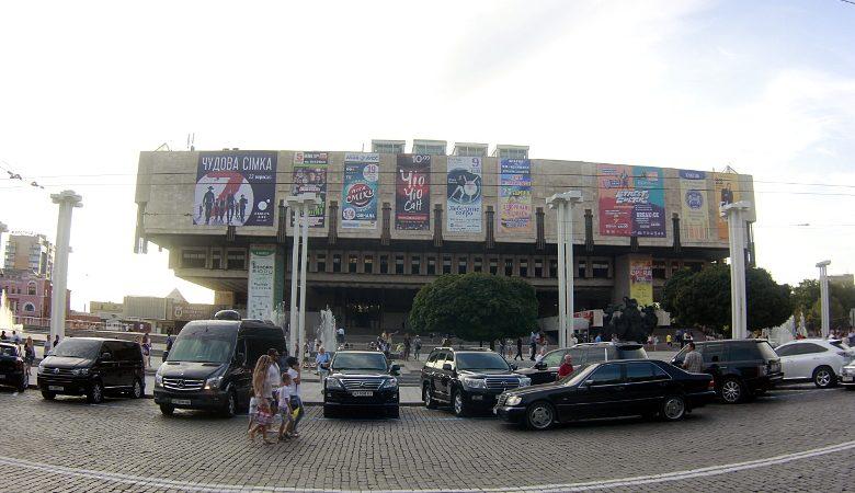 Убрать рекламный мусор с фасадов — петиция