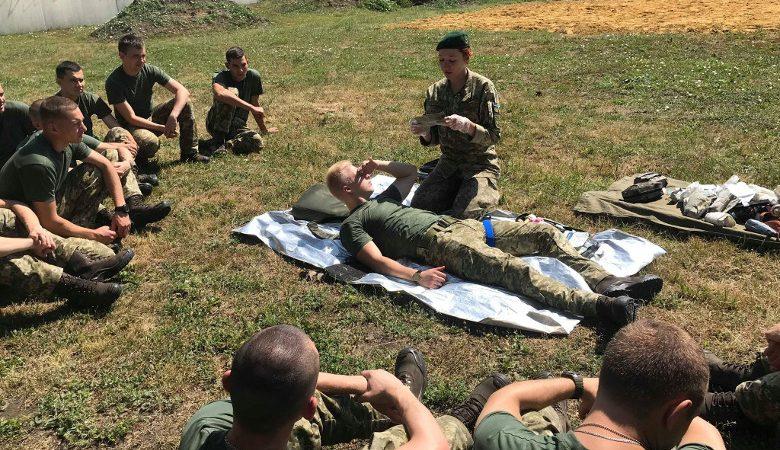Двадцать два молодых офицера-пограничника обучились тактической медицине (фоторепортаж)