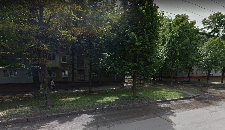 Харьковчане требуют привести в порядок тротуары на Новых домах