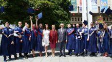 Выпускникам Харьковского национального медицинского университета вручили дипломы (видео)