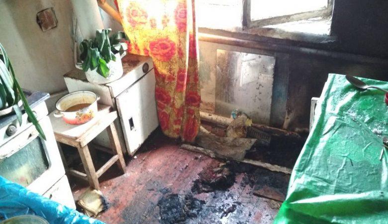 В Харьковской области сын спас свою пожилую мать во время пожара