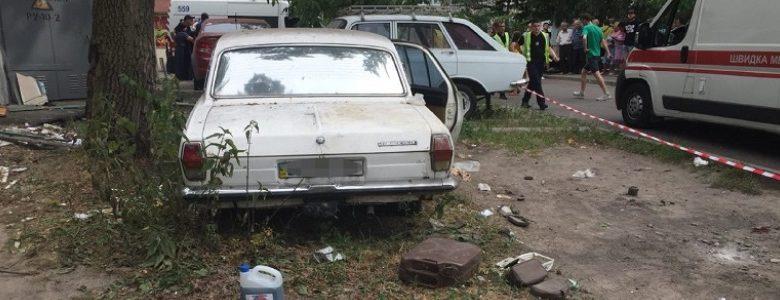 В Киеве взорвалось авто во дворе дома, четверо детей ранены