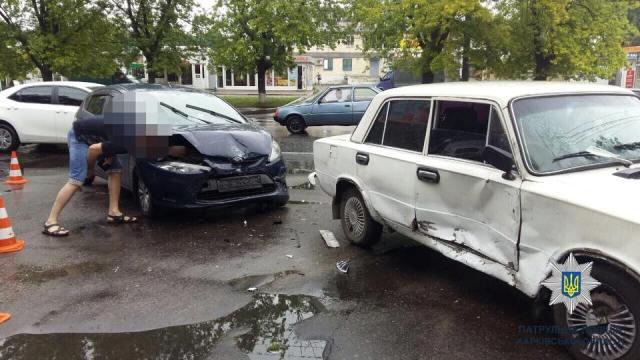 На Валентиновской ВАЗ столкнулся с Ford Fiesta