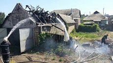 Сельские жители решили сжечь мусор и сожгли соседский гараж (ФОТО)