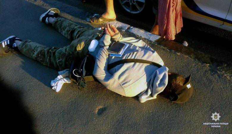 В Харькове задержали мужчину, который ударил ножом прохожего