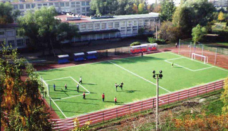 До конца года в Харькове восстановят несколько десятков школьных стадионов