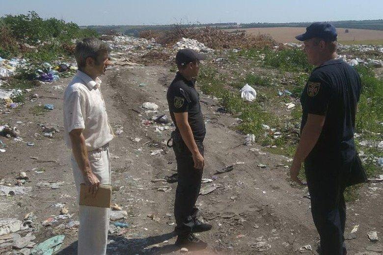 Пожарные Харьковщины инспектируют мусорные свалки (фото)