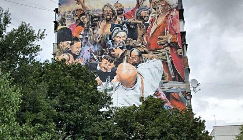 В Чугуеве на многоэтажном доме нарисовали картину Репина (видео)