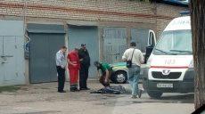 В спальном районе Харькова обнаружили тело неизвестного