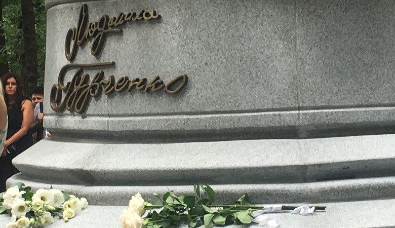 Сегодня в Харькове открыли памятник Людмиле Гурченко (фото)