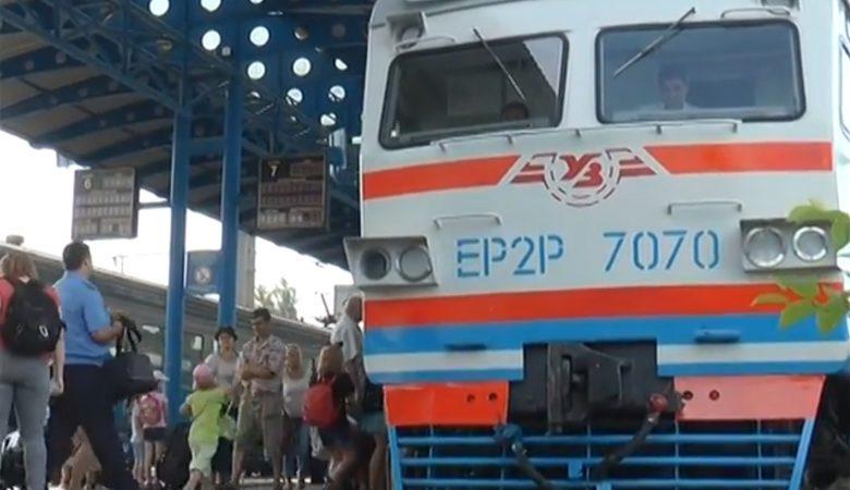 На ЮЖД по маршруту «Харьков-Красный Лиман» вывели модернизированную электричку (видео)