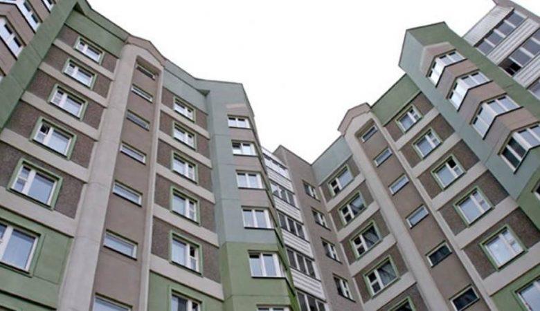 В Харькове мужчина упал с 8 этажа многоэтажки