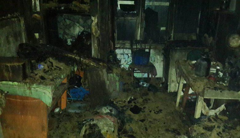 Пожарные из горящего жилого дома спасли пенсионера (фото)