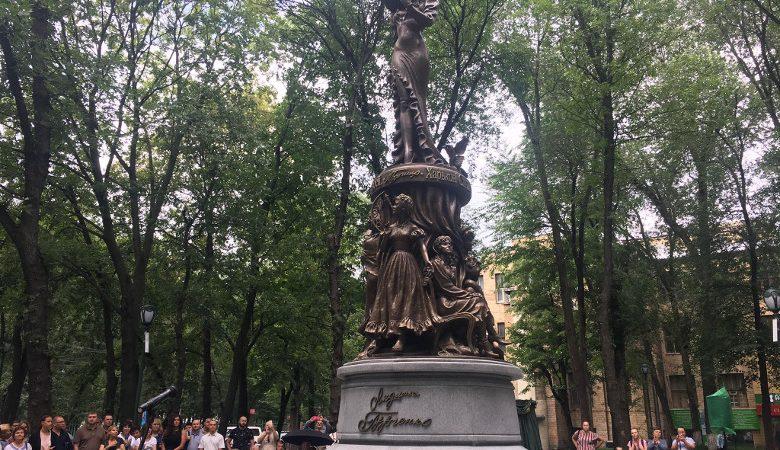 Харьков, Люся, «Кернессанс». Почему нас так бесит памятник Гурченко?