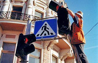 На переходе, где сбили коляску с младенцем, устанавливают светофор – Кернес
