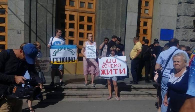 Под зданием мэрии прошел пикет против «инсулинового геноцида»