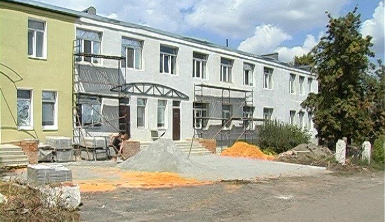 В Шевченково капитально ремонтируют центральную районную больницу (видео)