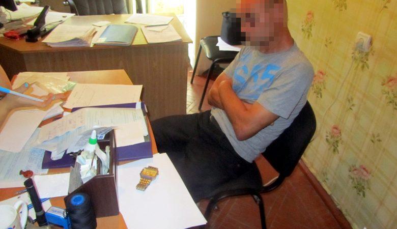 В Харькове неизвестный украл у мужчины телефон и часы